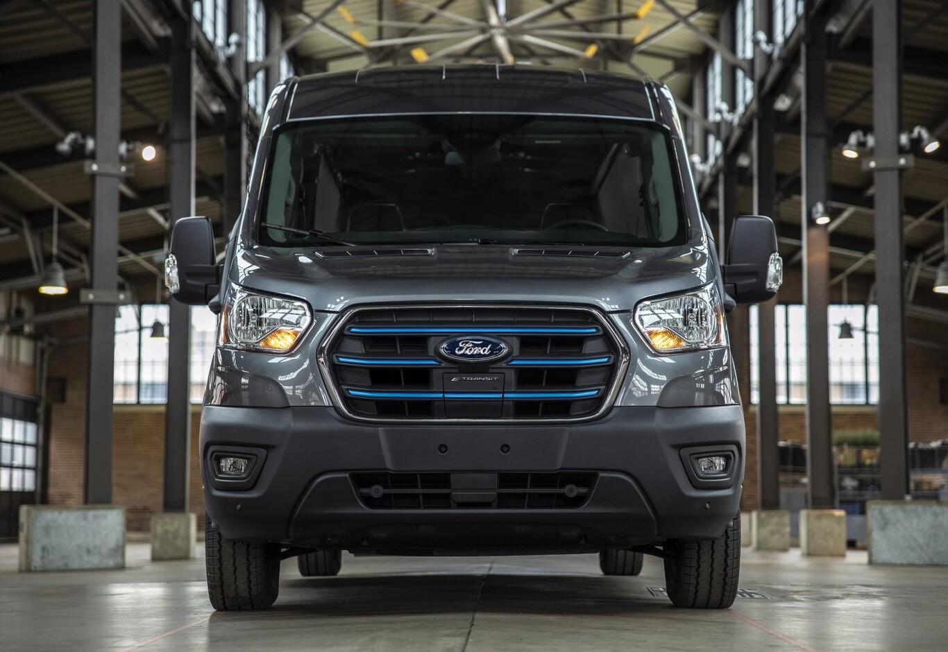 Ford lanza E-Transit, la versión eléctrica de su popular furgoneta