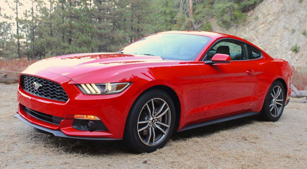 Se retira de la venta variante de cuatro cilindros del Ford Mustang