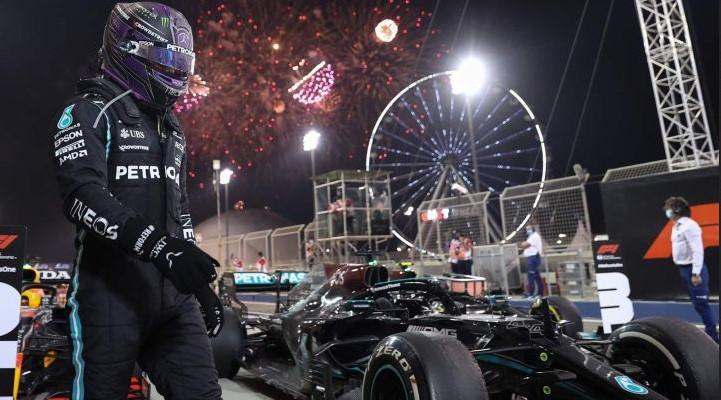 Lewis Hamilton se convierte en el primer piloto de F1 en conseguir 100 poles