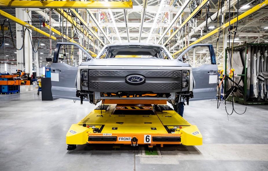 Las nuevas camionetas eléctricas Ford F-150 Lightning ya en preproducción