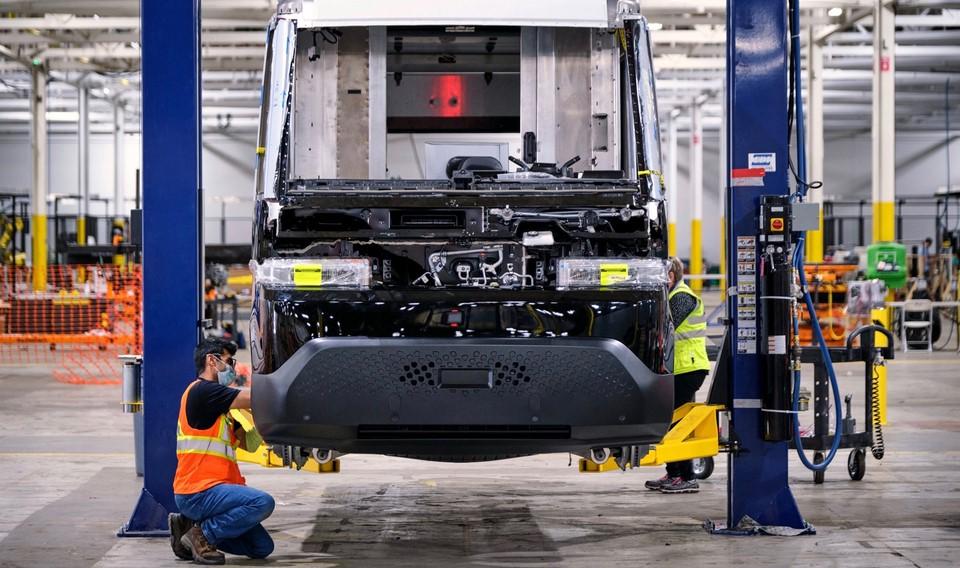 GM comienza a fabricar camioneta de reparto eléctrica BrightDrop EV600