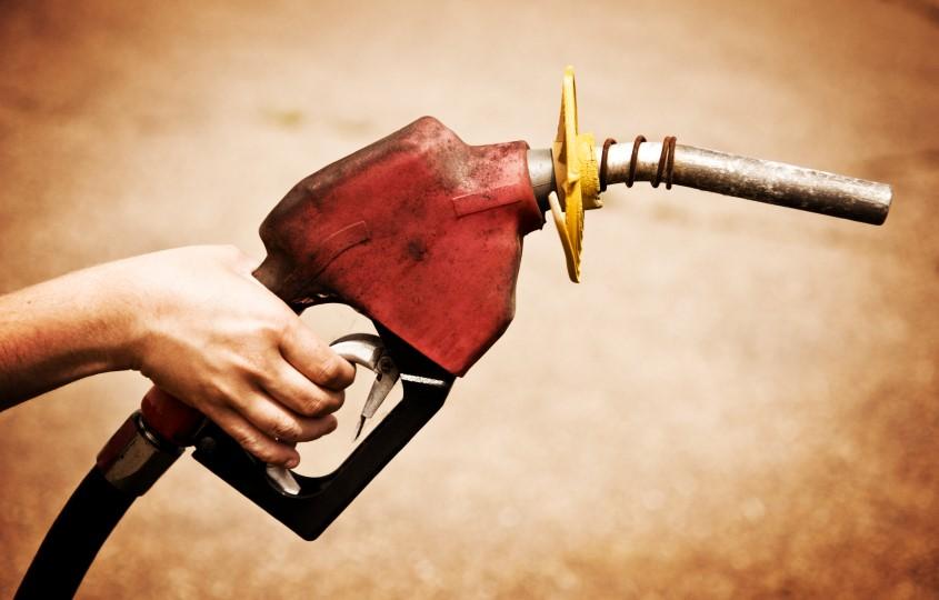 ¿Por qué el mundo usó gasolina con plomo y por qué tardó tanto en eliminarse?