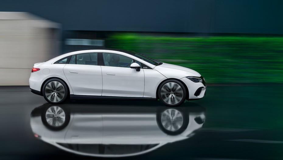 Nuevo sedán eléctrico EQE de Mercedes-Benz llegará en primavera de 2022