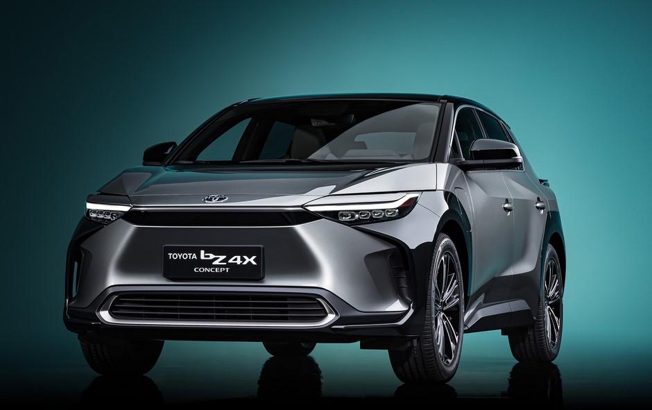 Toyota reducirá los costos de sus vehículos eléctricos a la mitad